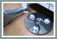 2. Schritt: Heben Sie den Gondelregalfuß um 3 cm an