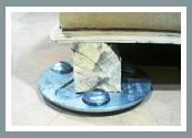 Die FOURMI Xtra kann Gondelregalenden, Paletten, Palettenregalsysteme und Doppelfußelemente bewegen