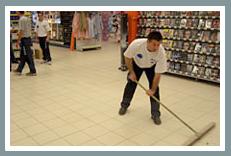 Desplace sus expositores con FOURMI® y limpie todo el supermercado de la noche a la mañana.