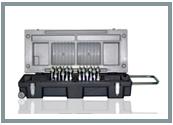 Kisten gibt es für 6 oder 12 FOURMI. Sie sind ideal, wenn Sie Ihr Regalfahrmaterial schützen wollen